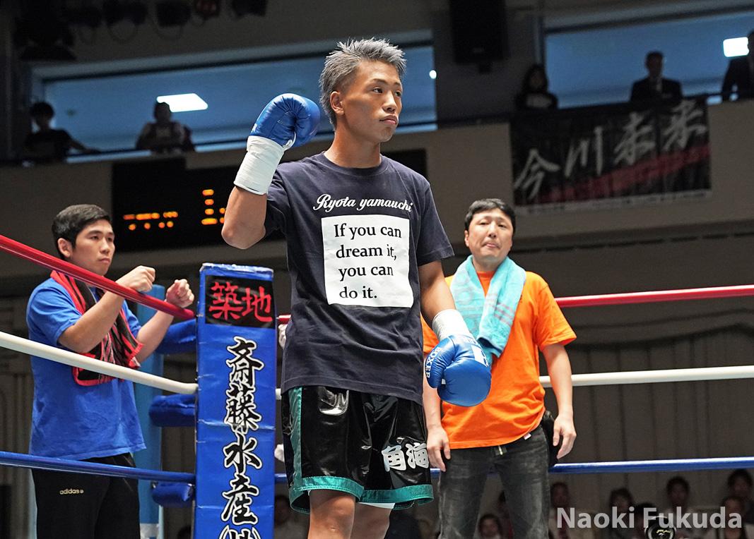 齊藤 陽二(角海老宝石) vs宇津木秀(ワタナベ) Photo by 福田直樹