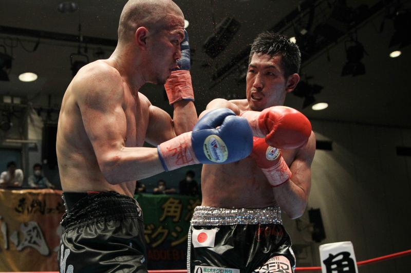 岡田 博喜(角海老宝石) vs麻生 興一(三迫)