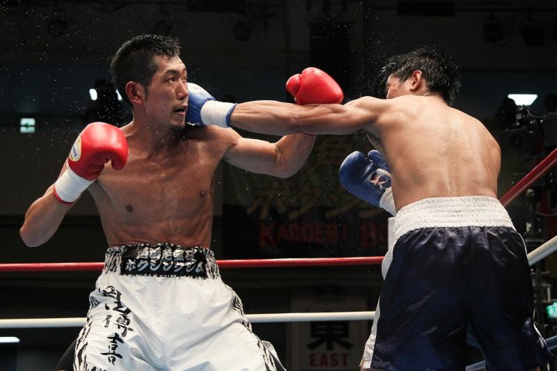 岡田 博喜(角海老宝石) vsジェイピー・イグナシオ(比)