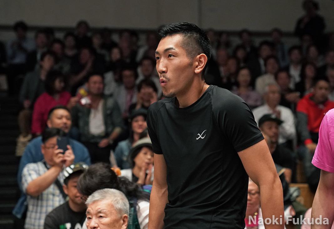 岡田 博喜(角海老宝石) vsシソ・モラレス(比国) Photo by 福田直樹