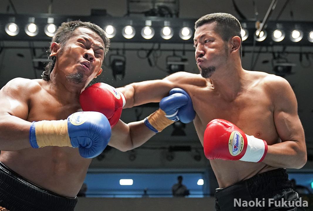 塚田 祐介(角海老宝石) vsヘンディー・ルイス(インドネシア) Photo by 福田直樹