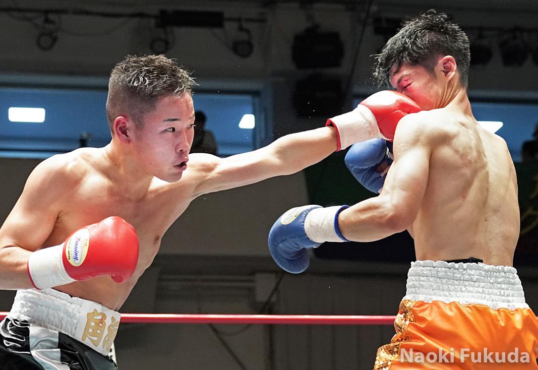 佐藤 剛(角海老宝石) vs 近藤 冬真(蟹江) Photo by 福田直樹