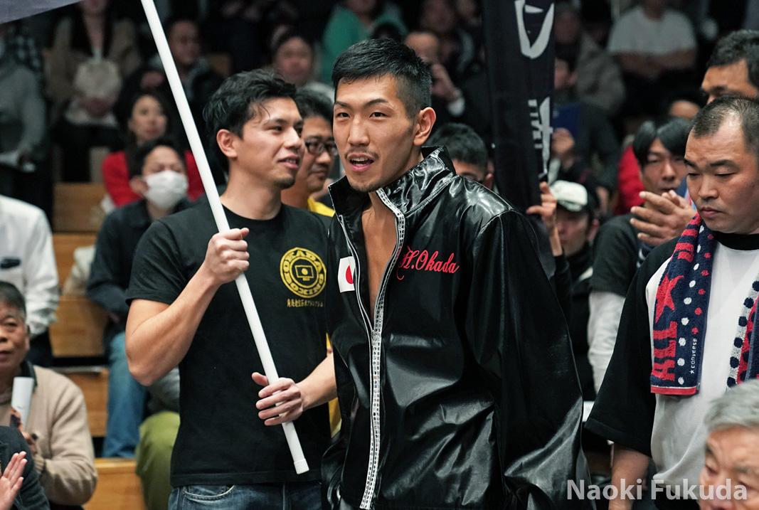 岡田 博喜(角海老宝石) vsジェイソン・パガラ(フィリピン) Photo by 福田直樹
