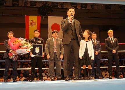 元王者の瀬藤幹人が引退式、日本2位の垂水TKO勝ち