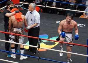 鈴木雅弘が6戦目で日本S・ライト級王者 永田大士に10回TKO勝ち