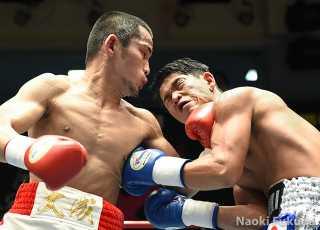 酒井 大成(角海老宝石) vs石川春樹(RK蒲田) Photo by 福田直樹