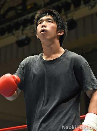 遠藤 勝則(角海老宝石) vs今井 健裕(ワールドS) Photo by 福田直樹