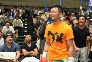 坂本 大輔(角海老宝石) vs川崎 真琴(RK蒲田) Photo by 福田直樹