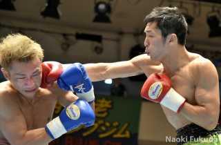今野 裕介(角海老宝石) vs相馬 一哉(一力) photo by 福田直樹