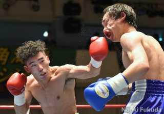 細谷 大希(角海老宝石) vs戸高 達(L玉熊) photo by 福田直樹