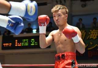 大橋 健典(角海老宝石) vs荒木 貴裕(極東) Photo by 福田直樹