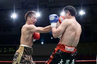 福本 祥馬(角海老宝石) vs秋山 泰幸(ヨネクラ)
