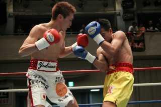 小國 以載(角海老宝石) vsエークギティ・モークルンテープトンブリー(タイ)