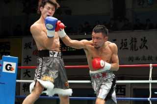坂本 大輔(角海老宝石) vs中森 宏(平仲BS)