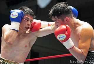 住田 愛斗(角海老宝石) vs近藤 冬真(蟹江) Photo by 福田直樹
