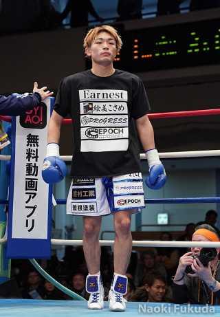 星 大翔(角海老宝石) vs 吉村 鉄也(KG大和) Photo by 福田直樹