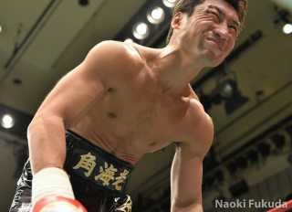 渡部 あきのり(角海老宝石) vs井上 岳志(ワールドスポーツ) Photo by 福田直樹