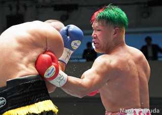 藤本 京太郎(角海老宝石) vsアーロン・ラッセル(豪州) Photo by 福田直樹