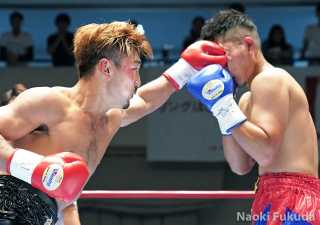 渡部あきのり(角海老宝石) vs丸木凌介(天熊丸木)Photo by 福田直樹
