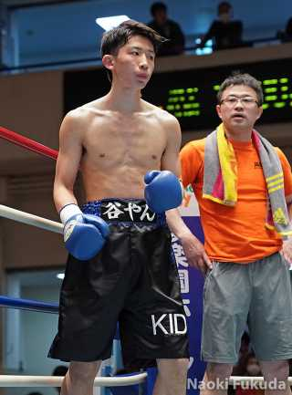 谷田 光希(角海老宝石) vs柳沼 直道(EBISU K's) Photo by 福田直樹