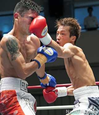 山内 涼太(角海老宝石) vsリオ・ナインゴラン(インドネシア) Photo by 福田直樹
