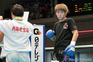 松本 竜也(角海老宝石) vs堀池 雄大(帝拳) Photo by 福田直樹