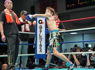 星 大翔(角海老宝石) vs遠藤 健太(帝拳) Photo by 福田直樹