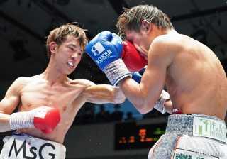 中川 麦茶(角海老宝石) VS 田村 亮一(JBスポーツ) Photo by 福田直樹