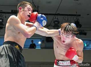星大翔(角海老宝石)vs瀬戸瑠也(川崎新田) Photo by 福田直樹