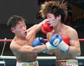 佐藤 剛(角海老宝石) VS富岡 哲也(REBOOT) Photo by 福田直樹