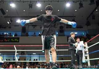長濱陸(角海老宝石)vs玉山将也(帝拳) Photo by 福田直樹