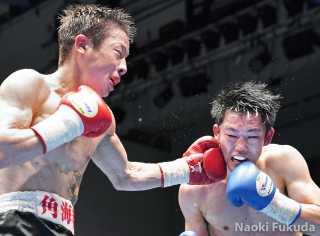高根 秀寿(角海老宝石)VS澤井 暖(RK蒲田) Photo by 福田直樹