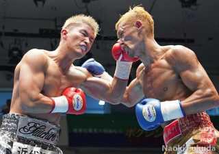 粕谷 雄一郎(角海老宝石)VS酒井 孝之(協栄)Photo by 福田直樹