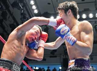 丸田 陽七太(森岡) VS 大橋 健典(角海老宝石) Photo by 福田直樹
