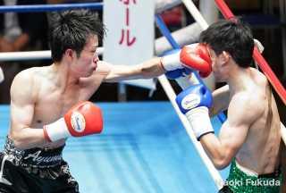 河本歩夢(角海老宝石)VS三浦成道(東京拳闘会)photo by 福田直樹