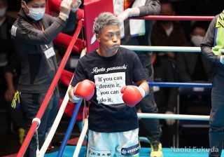 齊藤 陽二(角海老宝石)VS荒木 貴裕(JBスポーツ) Photo by 福田直樹