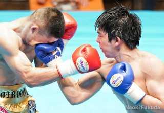 鯉渕 健(横浜光)vs遠藤 勝則(角海老宝石)Photo by 福田直樹
